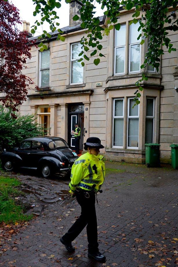 Nhiều cảnh sát đã túc trực tại ngôi nhà để bảo vệ những chứng cứ.