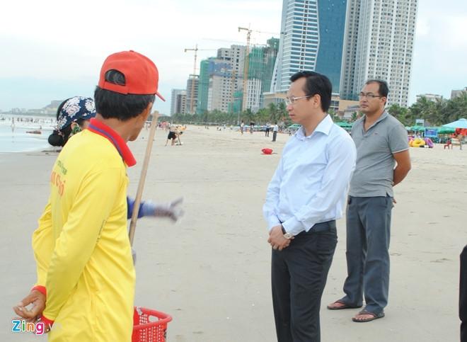 Bi thu Nguyen Xuan Anh lang le thi sat bai bien Da Nang hinh anh 2
