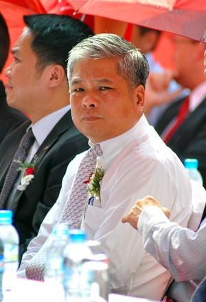 Cuu Pho thong doc Dang Thanh Binh vua bi khoi to la ai? hinh anh 2