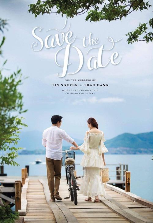 Hoa hậu Thu Thảo xuất hiện tay trong tay tình tứ cùng chồng sắp cưới trên phố sau khi báo hỷ - Ảnh 1.