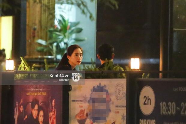 Hoa hậu Thu Thảo xuất hiện tay trong tay tình tứ cùng chồng sắp cưới trên phố sau khi báo hỷ - Ảnh 5.