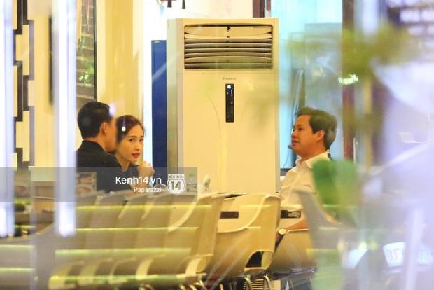 Hoa hậu Thu Thảo xuất hiện tay trong tay tình tứ cùng chồng sắp cưới trên phố sau khi báo hỷ - Ảnh 11.