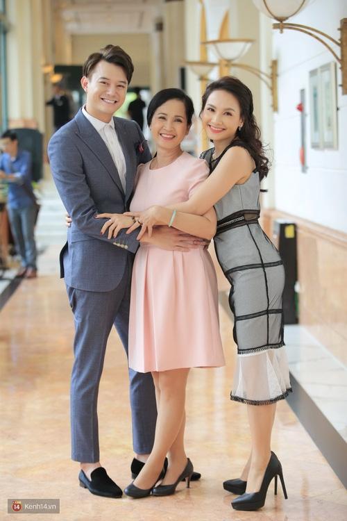 Không ai có thể hiểu nổi tại sao NSND Lan Hương và Anh Dũng lại bị bỏ quên tại VTV Awards - Ảnh 1.