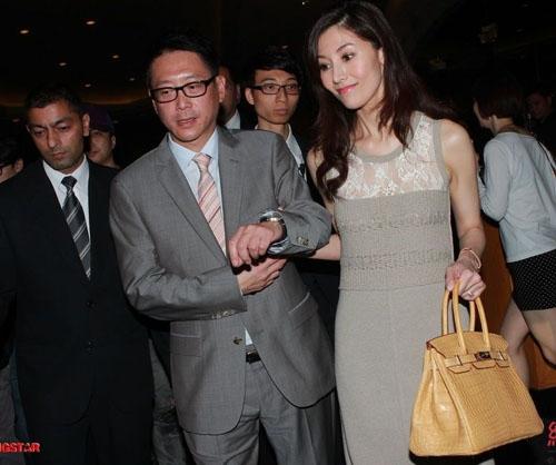 Nàng hoa hậu đẹp nhất lịch sử Hong Kong: Từ tai tiếng hồ ly tinh đến phu nhân tỷ phú - Ảnh 17.