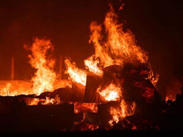 Kho bông vải sợi ở Thanh Hoá cháy dữ dội trong đêm