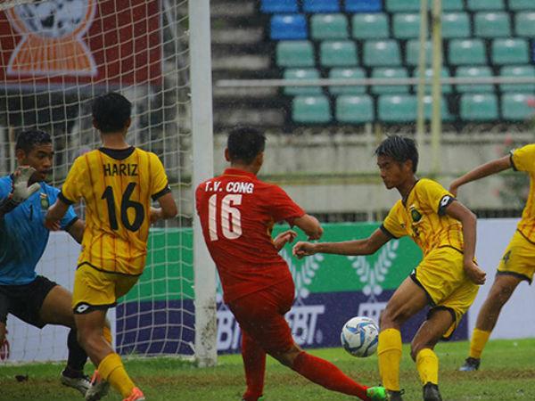 Sao trẻ HAGL sút phạt không tưởng, U18 Việt Nam đoạt ngôi đầu bảng từ tay Indonesia