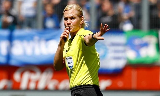 Steinhaus sẽ trở thành nữ trọng tài đầu tiên cầm còi ở một trận đấu thuộc 5 giải đấu hàng đầu châu Âu /// AFP