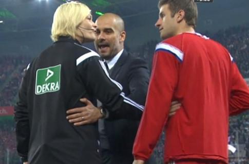 Giảm 50% giá vé cho CĐV nữ đến cổ vũ nữ trọng tài đầu tiên cầm còi ở Bundesliga - ảnh 2