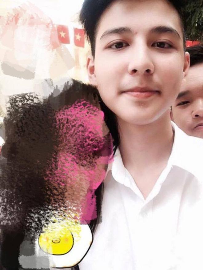"""""""Hotboy cầm cờ"""" trường Phan Đình Phùng lộ ảnh thời cấp 2, xuất hiện loạt tài khoản mạo danh trên Facebook - Ảnh 2."""