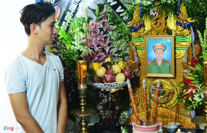 Thang quan ham cho thuong uy Pham Phi Long hinh anh 2