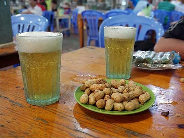 """Chuyện ít người biết về nguồn gốc chiếc cốc uống bia """"huyền thoại"""""""