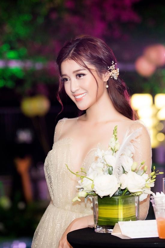 huyen-my-ho-chung-muc-phuong-mai-tao-bao-khoe-da-thit-4