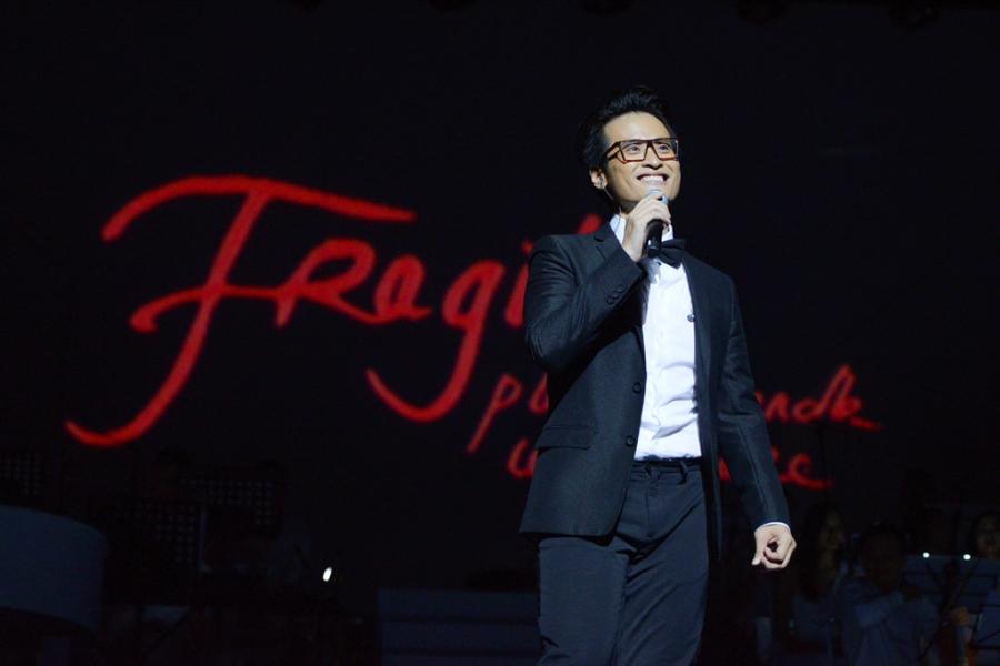 Live show Ha Anh Tuan: 'Nham mat, that day an toan va bay' hinh anh 1