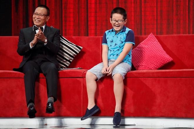 MC Lai Van Sam ngo ngang khi be gai 5 tuoi noi troi chay 8 ngoai ngu hinh anh 1