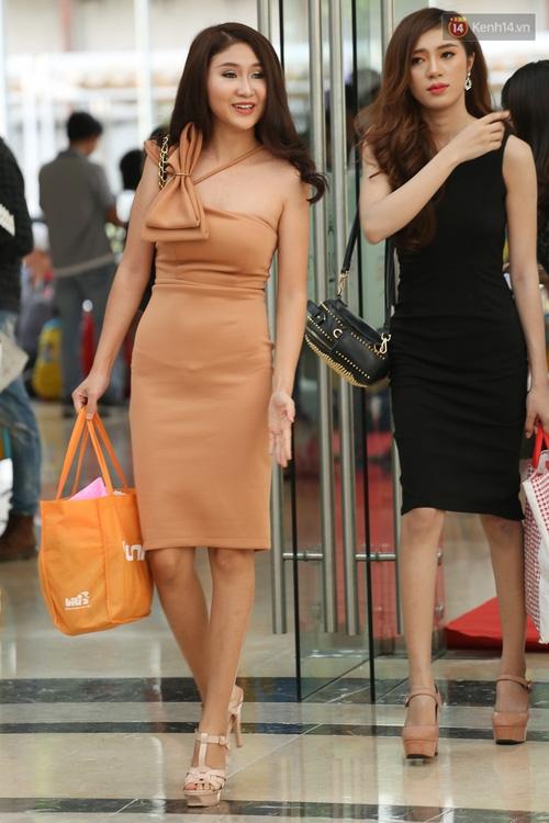 Nhiều thí sinh Hoa hậu Hoàn vũ miền Nam xuất hiện mệt mỏi, kém sắc - Ảnh 1.