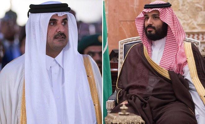 Thái tử Ả Rập Xê Út Mohammad bin Salman (phải) và quốc vương Qatar  Sheikh Tamim bin Hamad Al-Thani /// AFP