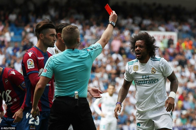 Marcelo nhận thẻ đỏ khi Real Madrid bị Levante cầm hòa 1-1 ở vòng 3 La Liga