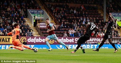 Burnley 1-0 Crystal Palace Doi khach lap ky luc buon hinh anh 2