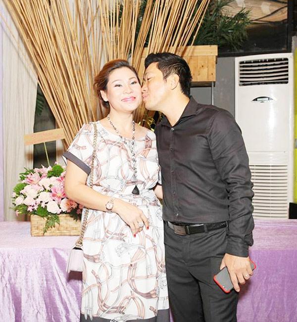 Cưới vợ hơn 1 năm, Kinh Quốc lần đầu tiên chia sẻ về người vợ đại gia bằng tuổi - Ảnh 4.