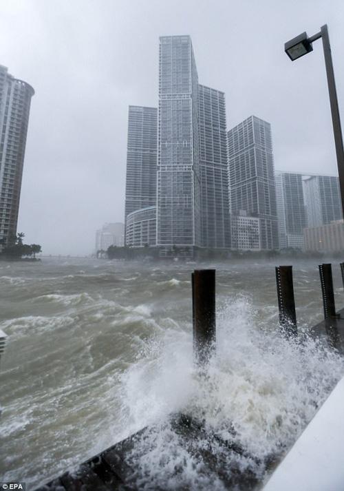 Khung cảnh như trong phim viễn tưởng tại Mỹ sau khi siêu bão quái vật Irma đổ bộ - Ảnh 3.