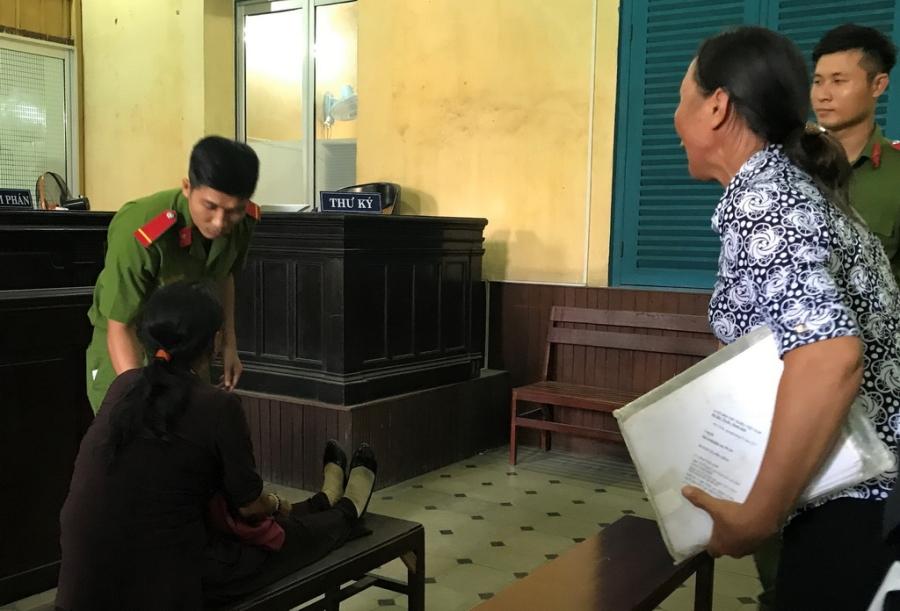 Náo loạn tại phiên tòa xử vụ sáng tố hiếp dâm, chiều mới hiếp - Ảnh 3.
