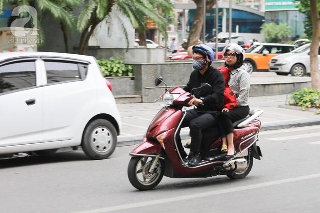Người Hà Nội thích thú đón đợt gió lạnh đầu tiên trong năm - Ảnh 12.