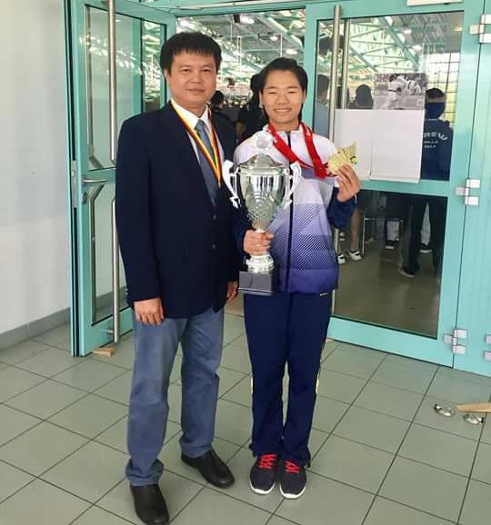Thầy trò HLV Lê Tùng Dương và VĐV Nguyễn Thị Ngoan