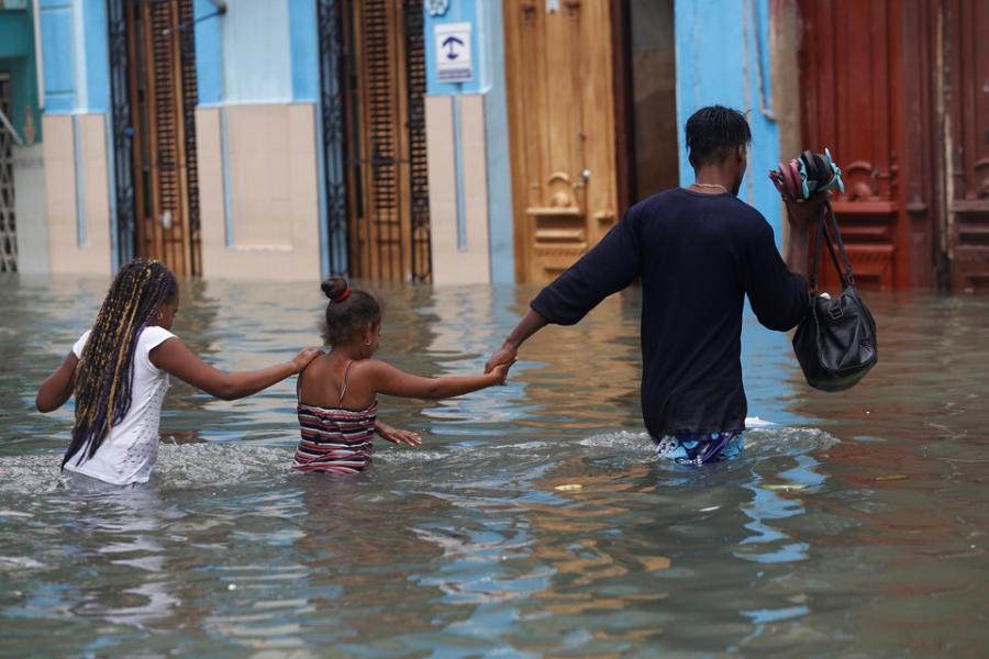 Thu do cua Cuba chim trong bien nuoc sau sieu bao Irma hinh anh 4
