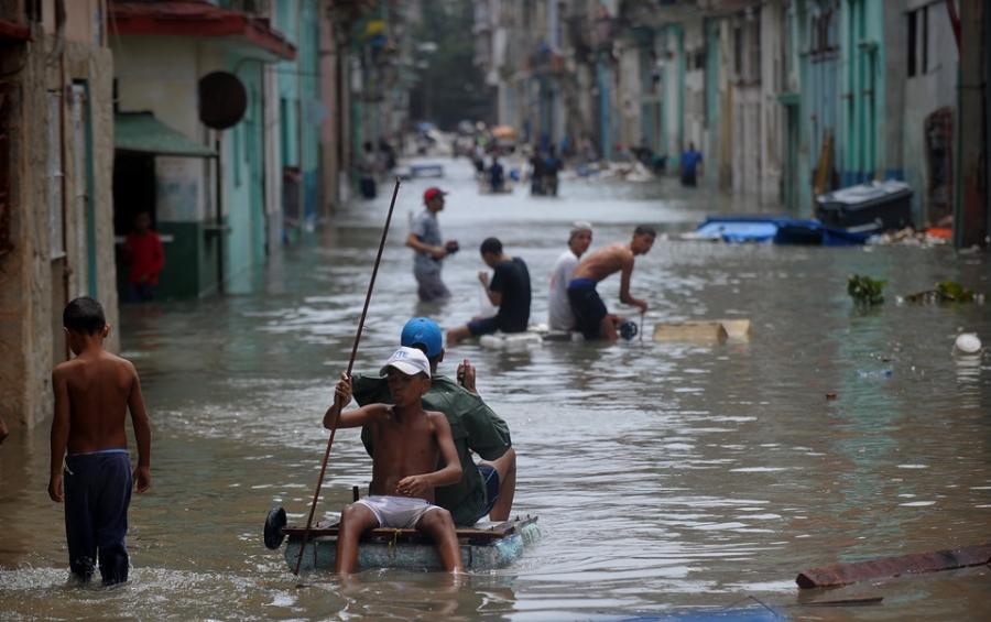 Thu do cua Cuba chim trong bien nuoc sau sieu bao Irma hinh anh 11