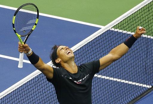 Nadal ăn mừng chiến thắng trước Anderson