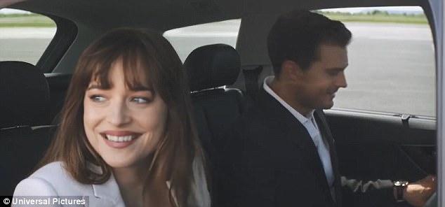 Nhân vật Christian trong phần phim mới chính thức trở thành người đàn ông có gia đình. Trong ảnh là Christian đang cùng Ana chuẩn bị đi tận hưởng kỳ nghỉ trăng mật.