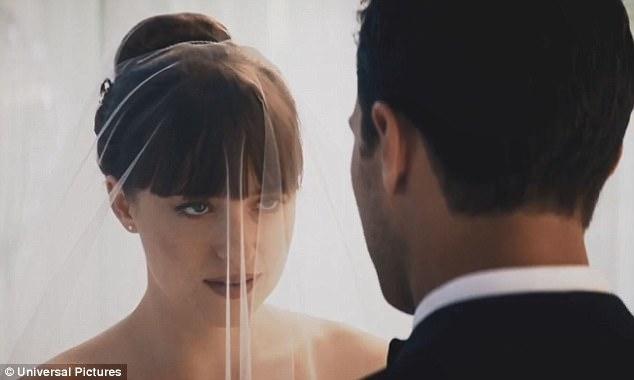 Christian và Ana trong hôn lễ.