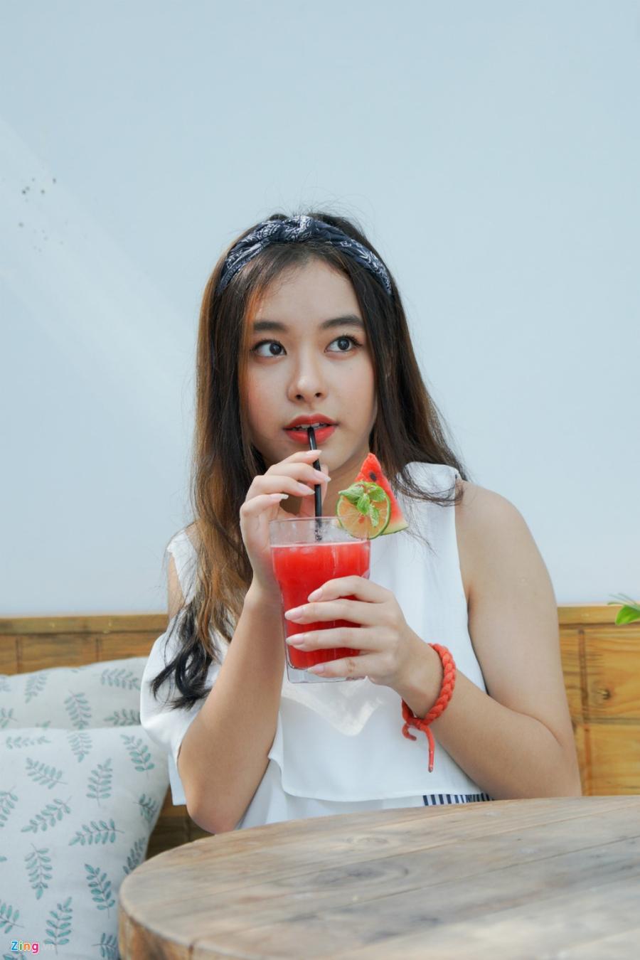 9X xinh dep dong MV cung My Tam, gioi 2 ngoai ngu, rat thich choi game hinh anh 5
