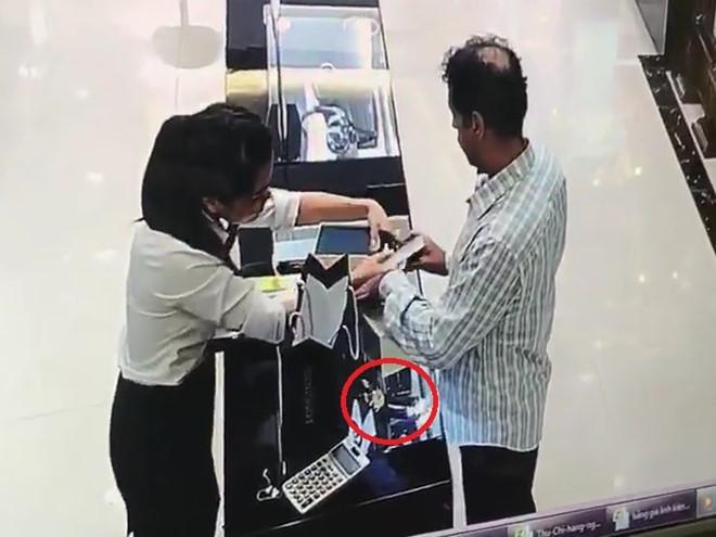 Canh sat vuot 200 km bat nghi pham trom dong ho bang vang hinh anh 1