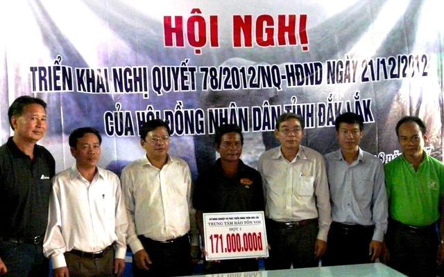 Chủ voi Y Mứ Bkrông được hỗ trợ 171 triệu đồng khi có voi nhà mang thai