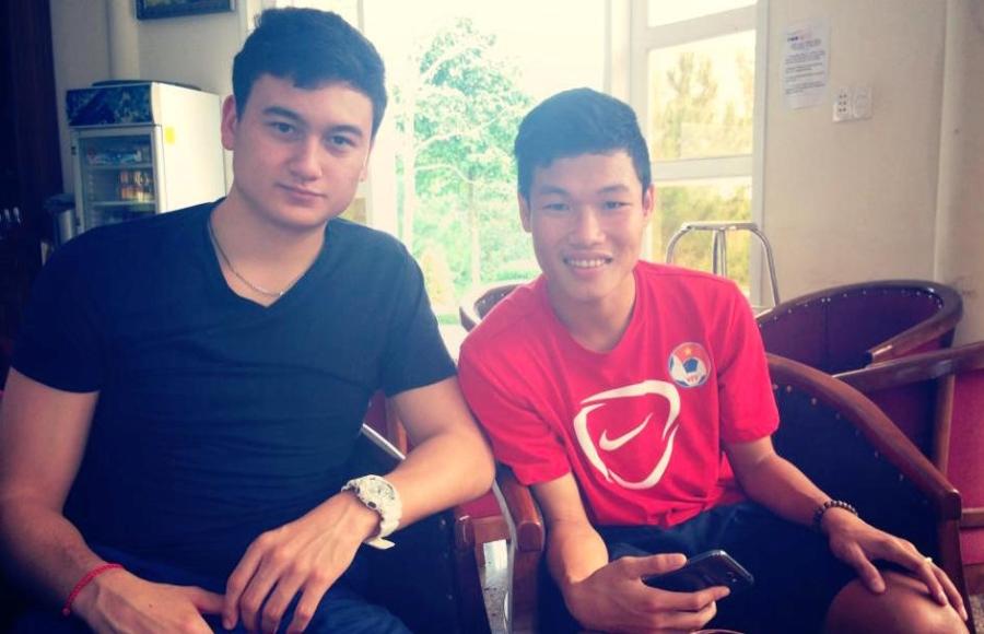 Sau khi bị HAGL cắt hợp đồng, thủ môn Đặng Văn Lâm chia tay Đông Triều trước khi trở về Nga năm 2013.