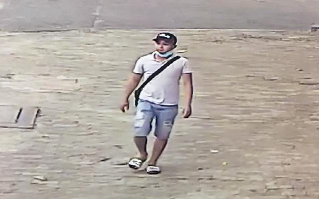 Hình ảnh camera an ninh xung quanh khu vực nghi can cướp xe ôm GrabBike xuất hiện gần Nhà thiếu nhi quận Thủ Đức.