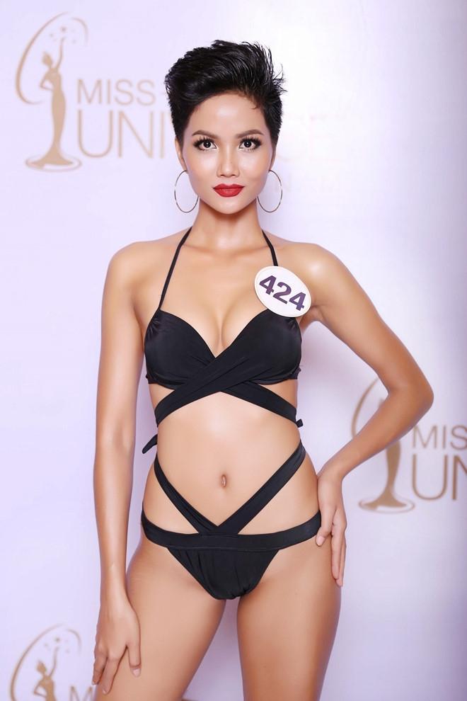 Thi sinh Hoa hau Hoan vu lo dui to, chan ngan khi dien bikini hinh anh 4