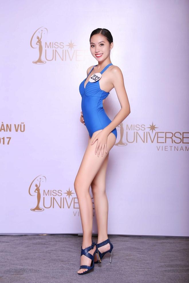 Thi sinh Hoa hau Hoan vu lo dui to, chan ngan khi dien bikini hinh anh 12