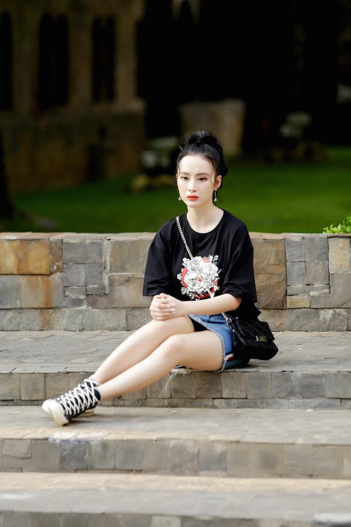 Thoi trang bien hoa cua Angela Phuong Trinh trong 'Glee' hinh anh 9