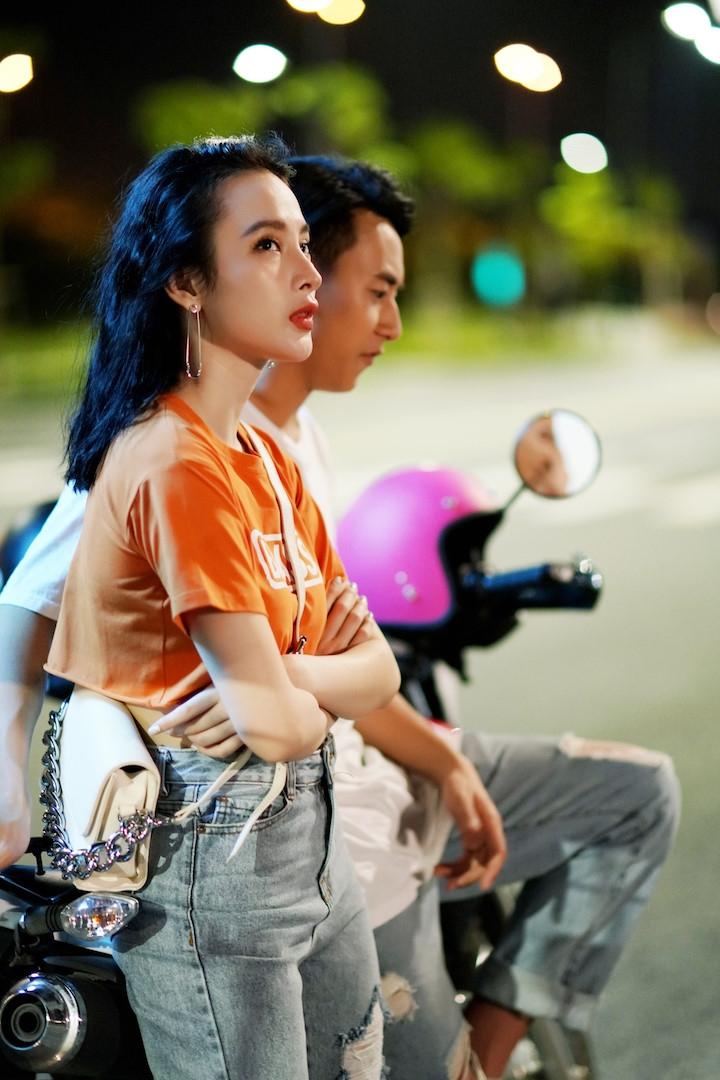 Thoi trang bien hoa cua Angela Phuong Trinh trong 'Glee' hinh anh 10