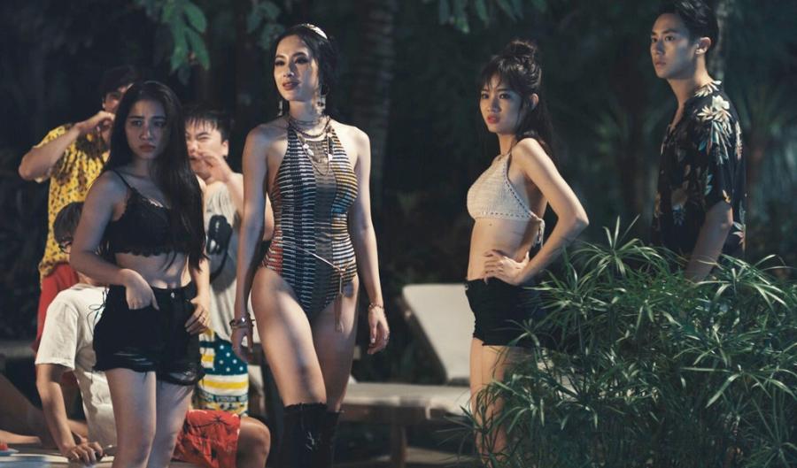 Thoi trang bien hoa cua Angela Phuong Trinh trong 'Glee' hinh anh 11