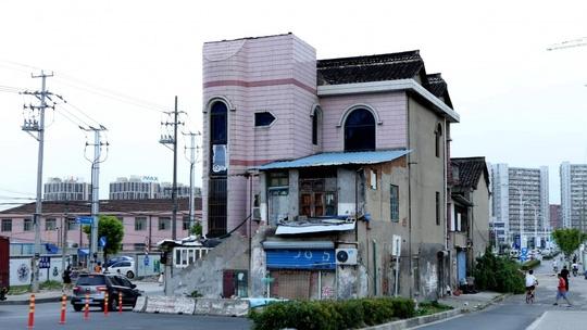 """Trung Quốc: """"Ngôi nhà cứng đầu khét tiếng"""" sắp bị phá hủy - Ảnh 1."""