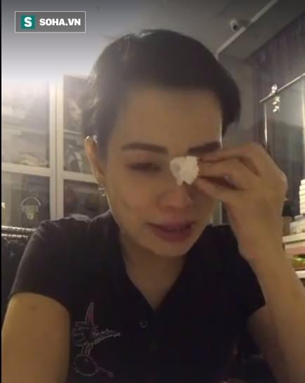 Vợ Xuân Bắc suy sụp, gầy sọp và khóc nghẹn khi livestream - Ảnh 2.