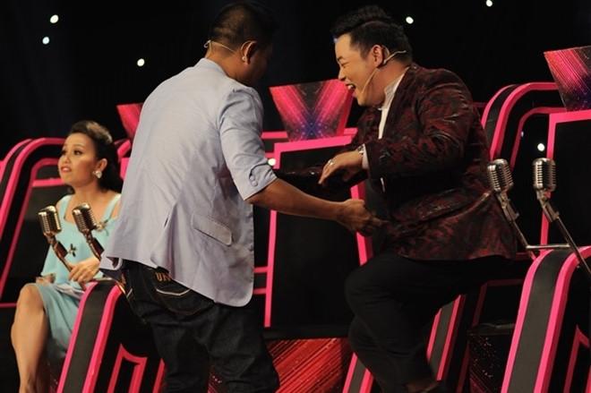Cam Ly, Mr. Dam lon tieng voi Quang Le vi bat lich su hinh anh 1