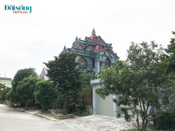 tòa lâu đài của một vị đại gia bất động sản có tiếng ở cùng đất cố đô.