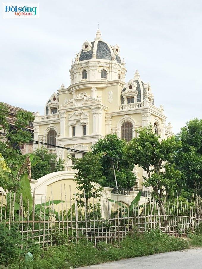 tòa lâu đài đang trong quá trình hoàn thiện của một vị cán bộ cấp cao tỉnh Ninh Bình