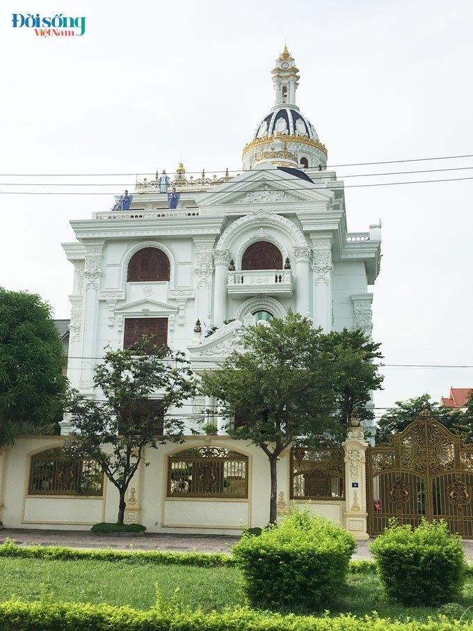 tòa lâu đài ở phường Ninh Khánh