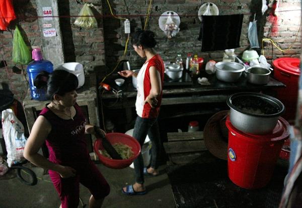 Kì 3: Chuyện về những phụ nữ chuyên cấp dưỡng cho nam công nhân tại biệt thự bỏ hoang - Ảnh 1.