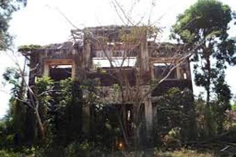 Các đối tượng chọn khách sạn bỏ hoang trên đồi làm nơi lẩn trốn (Ảnh minh họa)